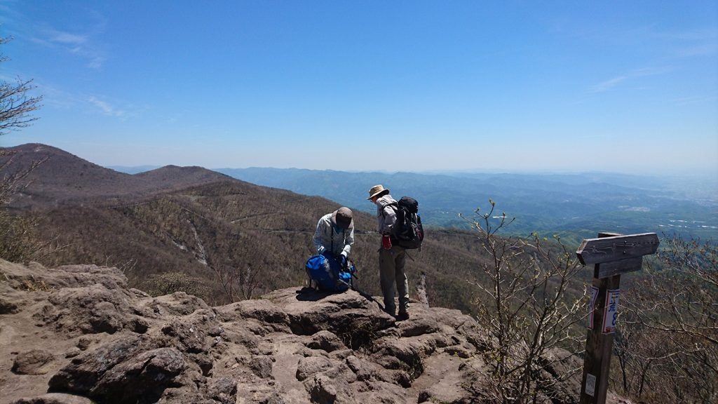 鍋割山の山頂風景